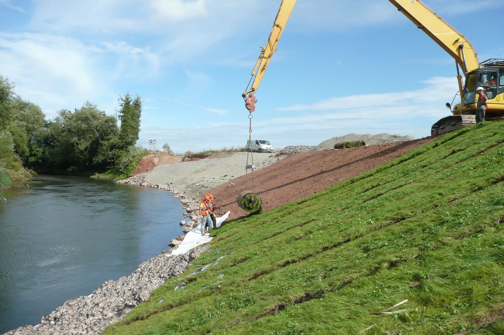 Installing Shear Stress Turf on the Teme